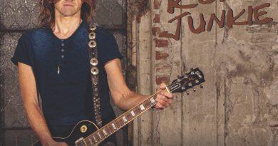 Rock And Roll Junkie – Wasted Youth: Wie die Eighties wirklich waren / Down to Zero